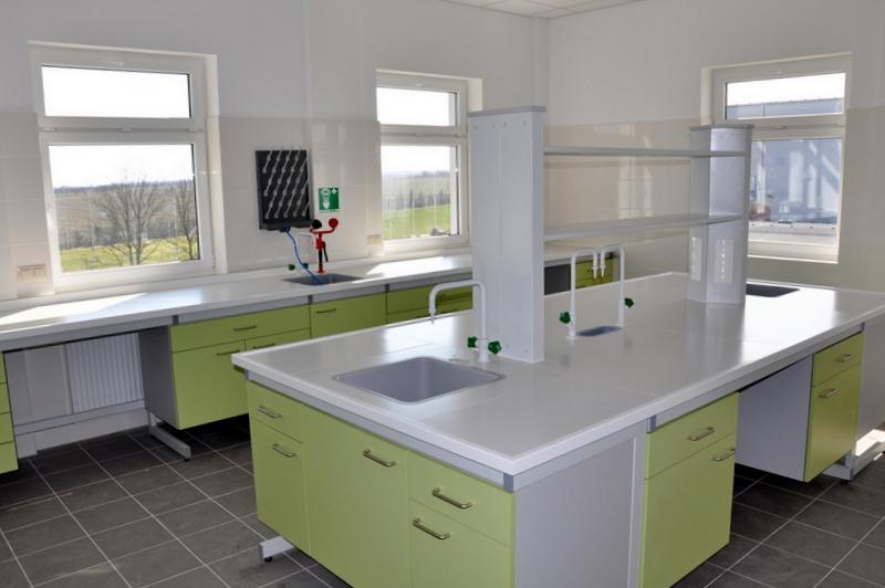 stół laboratoryjny zblatem ceramicznym