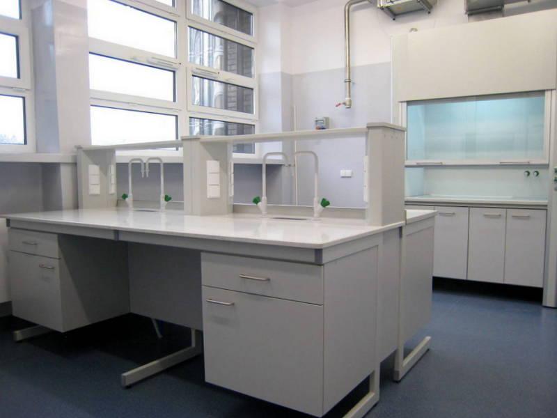 stół laboratoryjny wyspowy